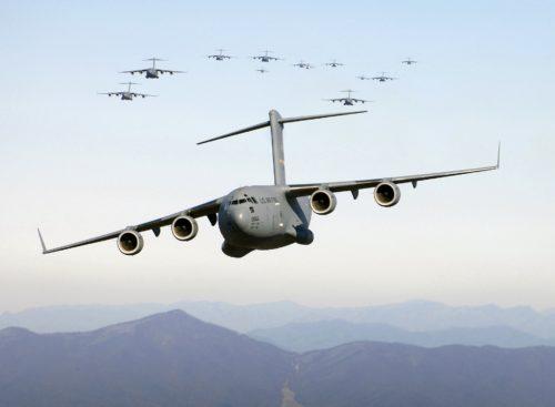 日本の脆弱な航空機および艦艇の地上防護態勢