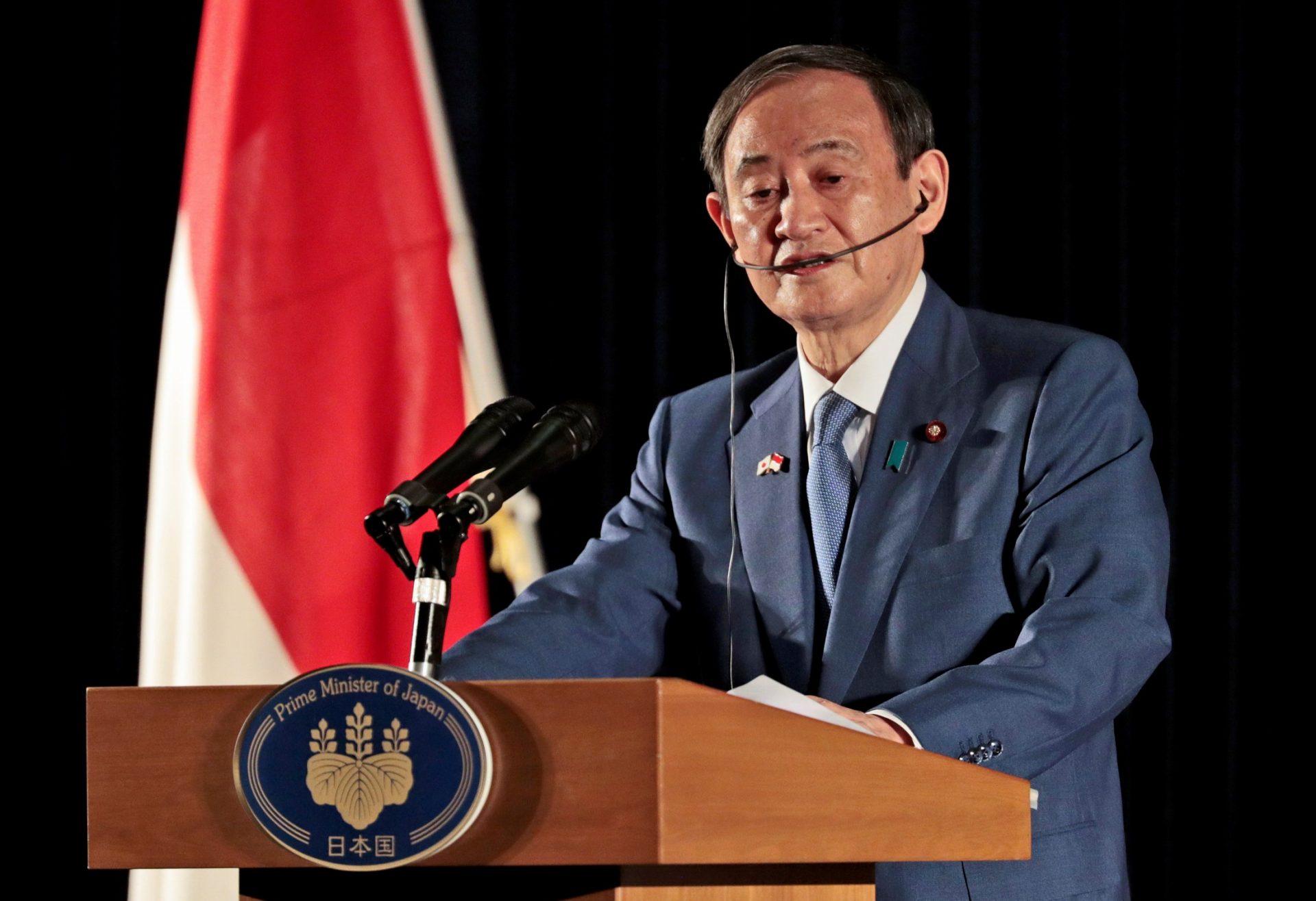 菅総理、インドネシアのカリバタ英雄墓地に献花