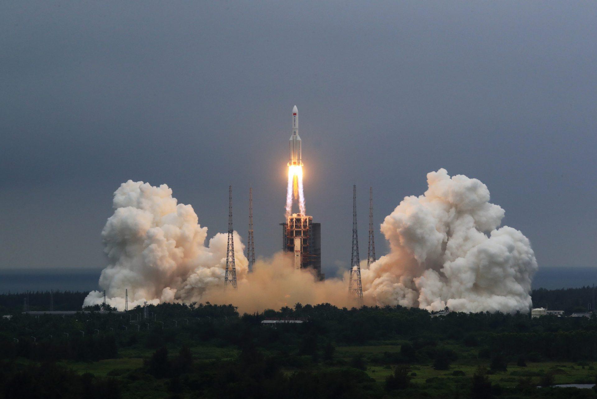中国の長征5Bロケットのブースター インド洋に落下