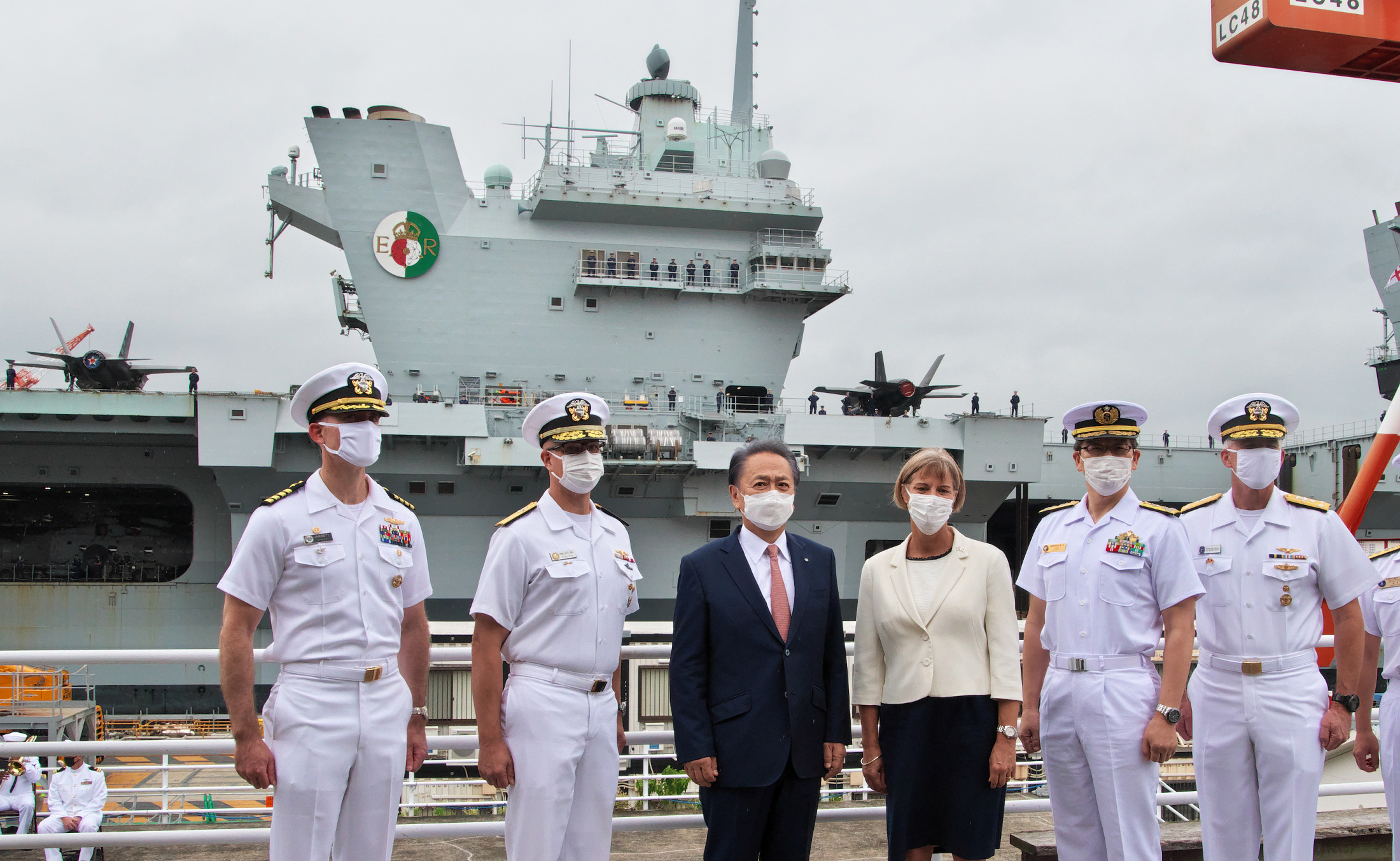 歓迎、英国海軍空母「クイーン・エリザベス」
